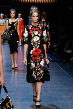 dolce-and-gabbana-summer-2016-women-fashion-show-runway-22