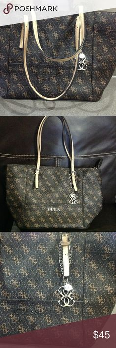 Guess signature tote bag Brown signature bag barely used.Is in excellent condition.No rips, tears and stains.It is like new Guess Bags