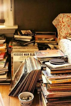 Collecting Advice – Specialists in Buying, Selling & Collecting Rare & Vintage Vinyl Records, Albums, LPs, CDs & Music M Lps, Music Rock, My Music, Music Aesthetic, Retro Aesthetic, Pub Radio, On Air Radio, Mundo Musical, Travel Books