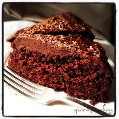 Thermomix GF Chocolate Banana Cake from Quirky Cooking Pan Dulce, Sweet Recipes, Cake Recipes, Yummy Recipes, Vegan Recipes, Egg Free Cakes, Dairy Free Chocolate, Chocolate Cake, Cooking Chocolate