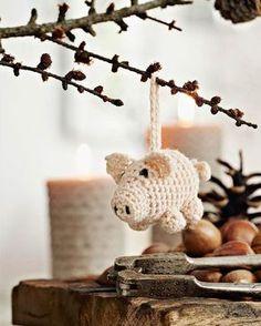 Julehæklerier: Hækl den sødeste julegris fra Hendes Verden Nordic Christmas, Christmas Gnome, Christmas Signs, Christmas Countdown, Christmas Decorations, Christmas Ornaments, Xmas, Crochet Christmas, Christmas Knitting