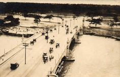Jones Bridge circa 1926 background has no city hall and metropolitan theater no post office Filipino Culture, Historical Pictures, Pinoy, Time Travel, Old Photos, Beautiful Places, History, World, Bridge