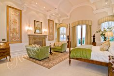 Ekskluzywna sypialnia z marmurowym kominkiem