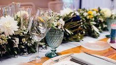 Mesa de madera rústica. Guirnalda de flores. Bodas romántica. Rustic wooden table. Flower garland. Romantic wedding. by Rita Experience
