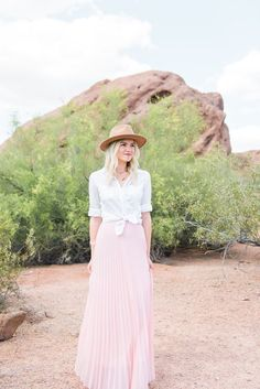 Bloggers Who Budget | Blush - Living in Color | tulle skirt | desert mountain shoot | photo shoot idea long skirt | long skirt | pink skirt | pink skirt photos | photoshoot outfit idea | mountain photo shoot
