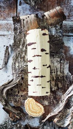 Koivuhalkokakku – upea herkku on helppo leipoa   Meillä kotona Baking Recipes, Cake Recipes, No Bake Cake, Dog Tag Necklace, Sweet Treats, Food And Drink, Sweets, Desserts, Fondant