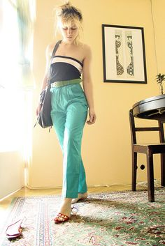 High waisted pants and strapless top - a must-have outfit for summer!