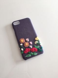 Hand Embroidery Art, Embroidery Neck Designs, Embroidery Fashion, Embroidery Jewelry, Embroidery Stitches, Crochet Phone Cover, Denim Earrings, Sew Wallet, Crochet Mobile