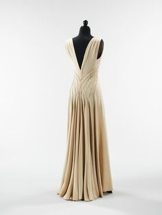 bf649f820ae45 1930s dress. They need to make this for me. Please and thank you.