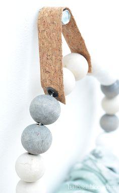 halbachblog I DIY-Idee I Handtuchhalter aus Holzkugeln und Korkstoff-Lasche