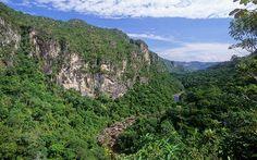 Parque Nacional Chapada dos Veadeiros: Localizado na região central do Brasil, no Estado de Goiás, o Parque Nacional da Chapada dos Veadeiros fica a 260 km da Capital Federal Brasília e a 470 km de Goiânia.