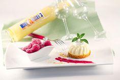 Das perfekte Duo? QimiQ Classic Vanille und Eierlikör – vereint in einem köstlichen Parfait. Schmeckt einfach himmlisch. Unbedingt ausprobieren! Parfait, Delicious Recipes, Yummy Food, Vanilla, Delicious Food, Food And Drinks, Simple, Good Food