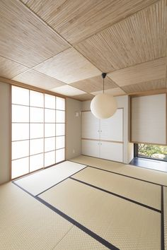 Textile- Flooring (Tatami- made out of rush & cloth) Rush is woven in and rush is used to cover the woven ends. Japanese Style House, Japanese Home Decor, Japanese Interior Design, Japanese Design, Home Interior Design, Casa Milano, Japanese Bedroom, Tatami Room, Japan Interior
