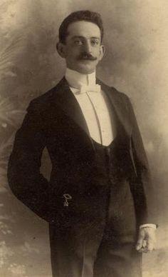 The uasal man : Menswear fashion in magazines 1825- 1925