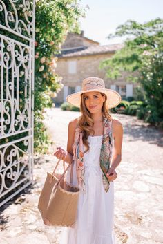 L'Isle-sur-la-Sorgue, Fontaine-de-Vaucluse & Gordes, Provence - Gal Meets Glam