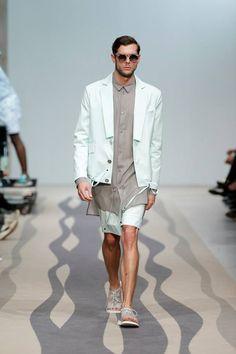 Green blazer, green shorts and grey long shirt #green #blazer #shorts #grey #shirt #man #collection #fall #winter #unformal #luiscarvalho