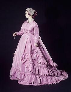 Another view of Worth ca. 1865 lilac silk taffeta gown, with day bodice.