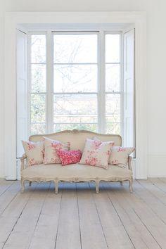 Cabbages & Roses   Metervara French Toile Raspberry Linnetyg   Matilde & Co   Handla online