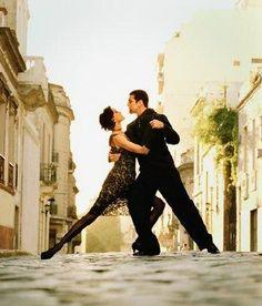 El tango   Información: El tango, la danza, el género -musical y literario- y la amplísima cultura que de él emana, es un invento compartido por Argentina y Uruguay