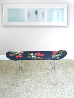 Skate board This is so fun! Handpainted Big Strawberry Pattern Skateboard stool via Miz Bon Room on Etsy This stool is made of a skateboard and hair pin legs. You can use it as a stool or small table. Skateboard Furniture, Painted Skateboard, Skateboard Art, Home Projects, Projects To Try, Diy Furniture, Repurposed, Diy Home Decor, Sweet Home
