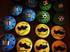 Cupcakes Futebol ⚽️ Para a Festa do Enzo!!! ❤️ #pastaamericana #cupcakes #cupcakesdecorados #festainfantil #festafutebol