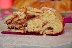 Fiore di pan brioche con lievito madre senza burro e senza uova farcito con marmellata di ciliegie un'ottima colazione (mini-tutorial).