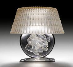 """RENE LALIQUE, LAMPE DE CHEMINEE """"Poissons"""", vers 1940 Verre blanc moulé-pressé et patiné, et socle en métal nickelé."""