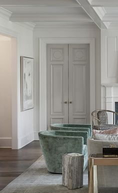 I like the simple taller baseboard trim and the main color is white with highlight white on trim and the doors are different color Interior Door Colors, Grey Interior Doors, Grey Doors, Painted Interior Doors, Dark Doors, Monochrome Interior, Design Interior, Interior Rendering, Simple Interior
