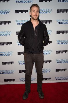 Ryan Gosling Walked His First Red Carpet In Decades, Remains Fine As Hell (HE'S ALIVE!!!!!!)