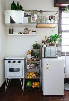 Apezinho de 23m² com ideias ótimas para espaços pequenos. Quem disse que uma quitinete não pode ser linda e cheia de personalidade?