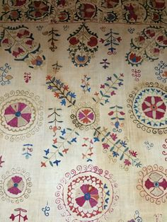 22 suzani_embroidered_textiles_ethnic_style_boho_gypsy_interior_design_home_decor_asia_inspirations_styl_etniczny_kolorowe_wnetrze_forelements_blog
