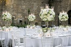 wedding in Tuscany. Wedding from www.theknotinitaly.it photo www.ostinellicristiano.com flowers www.tuscanyflowers.com stunning tablescape with White roses wedding in a castle in tuscany