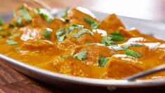 Coconut butter chicken with serrano pepper, ghee, cardamom and much Organic Forms, Mary's Kitchen, Kitchen Recipes, Serrano Pepper, Indian Food Recipes, Ethnic Recipes, Butter Chicken, Modern Family, Great Recipes