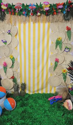 Palm Springs inspired tropical photo booth! #photobooth #diypartyideas #summerpartyideas #hawaiinparty #luau