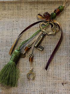 Ονειροποιείο: ΓΟΥΡΙΑ Christmas Home, Christmas Crafts, Christmas Ideas, Lucky Charm, Decoupage, Charmed, Personalized Items, Bracelets, Tassel
