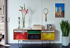 revistacasaejardim_linha José Milk Crate Furniture, Recycled Furniture, Diy Furniture, Furniture Design, Diy Casa, Contemporary Decor, Office Decor, Sweet Home, Room Decor
