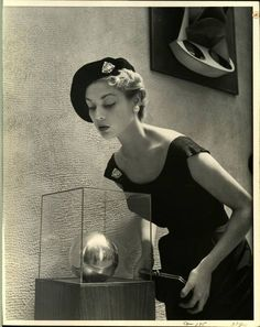 Nina Leen Exhibit Box #1-E  Photographer:Nina Leen