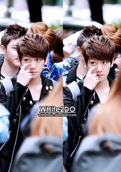 12.06.15 On the way to Music Bank (Cr: WHite2DO: whitetodo.diandian.com)