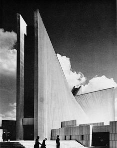 Mary's Cathedral, Tokyo, Japan, 1963 (Kenzo Tange) Tokyo Architecture, Industrial Architecture, Japanese Architecture, Amazing Architecture, Contemporary Architecture, Interior Architecture, Concrete Architecture, Vintage Architecture, Church Architecture