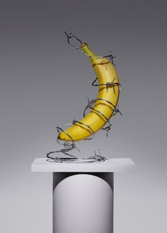 Forbidden Fruit Art director Kyle Bean produced this fantastic tongue-in-cheek concept & set design for The Gourmand, in collaboration with photographer Aaron Tilley. Still Life Photography, Creative Photography, Concept Photography, Fashion Photography, Banana Art, Forbidden Fruit, Grid Design, Set Design, Design Art
