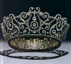 Stunning...Delhi Durbar Tiara...the circle of brilliant-cut diamonds mounted in gold and set in platinum was made by Garrards in 1911 and Queen Mary wore it in Dehli to mark the start of King George V's reign as King and Emperor of India.
