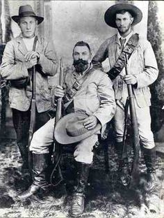 The Warfare Historian: Great Anglo-Boer War, Part I: Triumph of the Boer and his Mauser Rifle My great grandfather Thomas William Dorey and 2 of his sons Pieter Daniel and Carles Edward Dorey of to war Colonial, Army Uniform, Zulu, Historical Pictures, Show Photos, African History, American Revolution, British History, World History