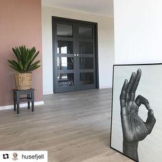 Dør Entryway Tables, New Homes, Doors, Living Room, Unique, Inspiration, Furniture, Frames, Instagram