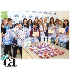 Todo el equipo Cupcakes con nuestros diplomas!  Muchas más fotos y las recetas completas de @alma_cupcakes #ALPROconAlma  en mi web!  www.CarlosArnelas.com/ALPROconALMA @Central Lechera Asturiana #ArnyDeliciosos #ArnyNews
