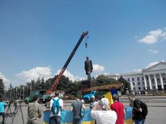 "Authorities in Kramatorsk, HQ of #Ukraine forces, struggle to remove statue of Lenin. Too heavy MT ""@kramatorsk_ukr: pic.twitter.com/IlxPqDsw0C"""