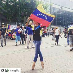 Foto de @msigillo Hoy artistas tomaron las calles en cada una de sus expresiones brindaron homenaje a los caídos en estos días #ccs #caracas #caracascamina  Todas las manifestaciones del arte y la cultura se hicieron sentir rindiendo honor a los caídos y clamando Libertad #PlazaAlfredoSadel #marchadelamusica #marchadelarte #VenezuelaLibre #libertad #7Mayo #nomasmuertes #NoMasRepresión