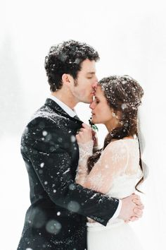 13 Amazing Snowy Photo Ideas for Your Winter Wedding via Brit   Co