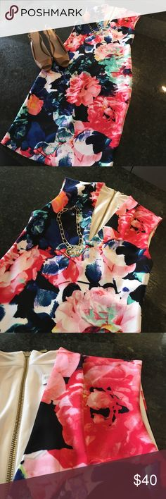 Beautiful Flower BodyCon Dress 👗🌺🌸 Beautiful Fit! Swanky Long Gild Zipper doen the back of the dress! Only wore once to a wedding! Lots of compliments! Bisou Bisou Dresses Midi