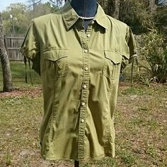 Tommy Hilfiger Blouse Cute green Tommy Hilfiger blouse with elastic and tie sleeves. Button down front, two front pockets. Gathered pleats in back and pleats and front for a tailored look. Says XL but maybe a JR XL. Fits like a woman's large but material is stretchy Tommy Hilfiger Tops Blouses