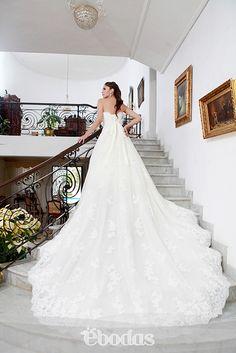 Un vestido de novia simplemente espectacular #wedding #dress #ebodas #bride fotografía Luis González ed marzo abril 2013
